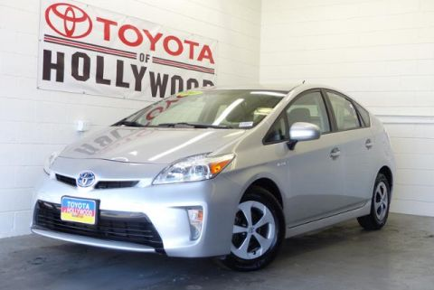 Pre-Owned 2014 Toyota Prius 5dr HB Two